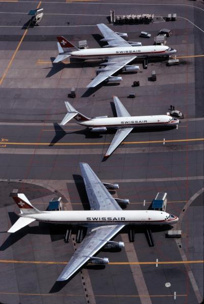 Eine DC-8, eine DC-9 und eine CV-990 Coronado (v. u.) in Zürich-